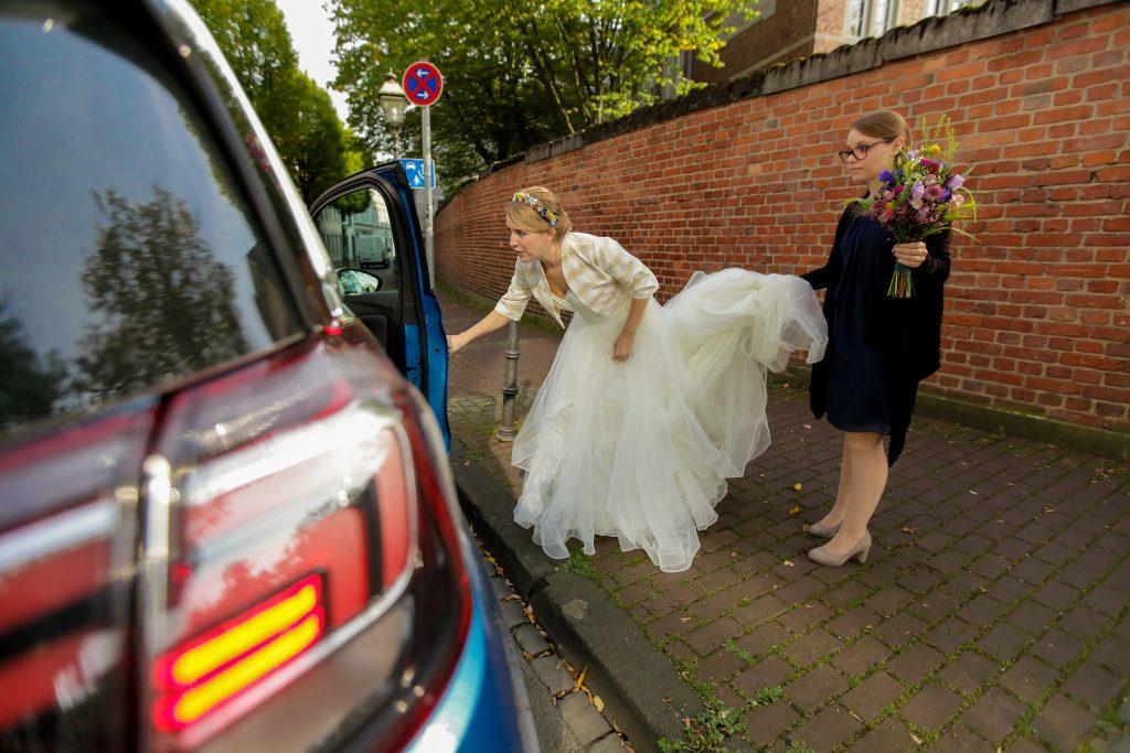 Brautstyling Blumenkranz und Strauß
